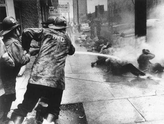 Birmingham-firemen-blasting-Black-demonstrators_1963